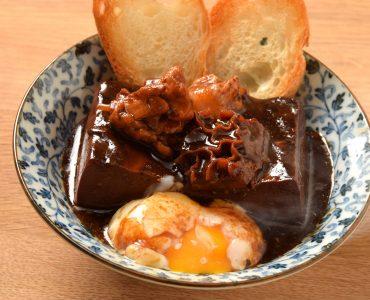 煮たろう豆腐 530円(税抜)<br /> (とろ玉・肉・豆腐・バゲット付)<br /> 追加バゲット160円(税抜)